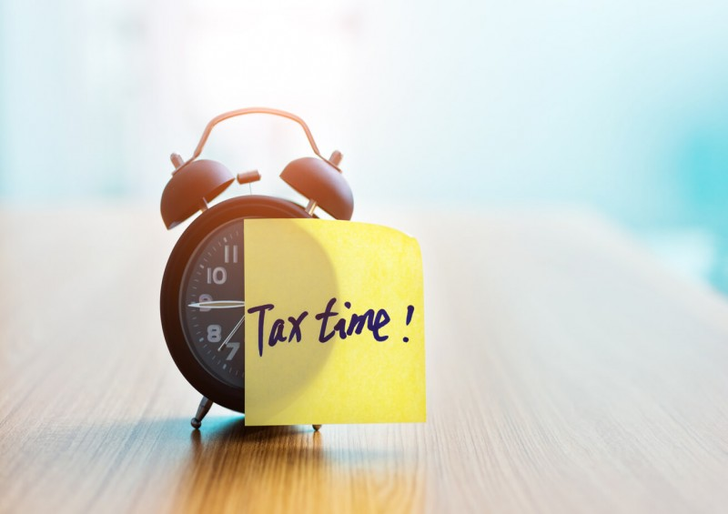 Clock with tax time post it note