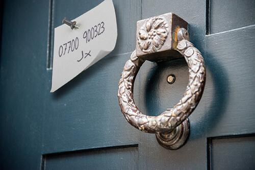 note on door